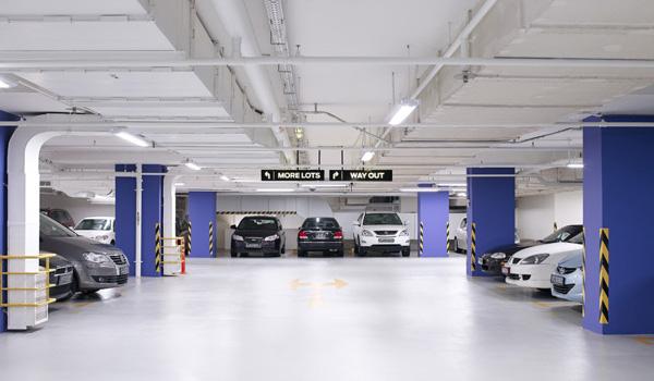 商业大厦停车场